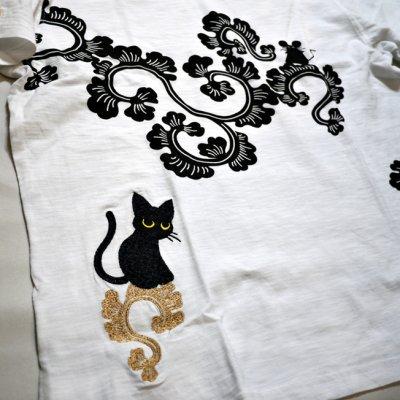 画像1: LIN (リン) 黒猫Lamy &ネズミEarl 唐草かくれんぼ プリント 刺繍 Tシャツ  ATL-75002